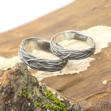 Gordik patina - velikost 53, šířka 4 mm a velikost 58, šířka 5,5 mm - motané snubní prsteny