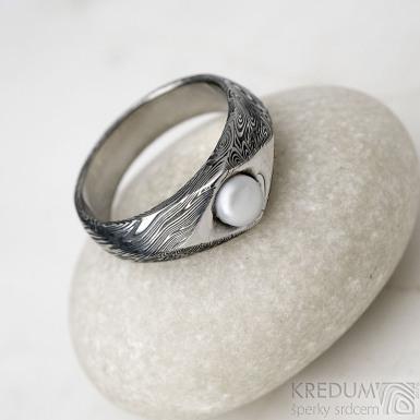Gracia voda s říční perlou - lept 100% TM, velikost 57, šířka hlavy 7 mm do dlaně 5 mm - Damasteel zásnubní prsten - k 1185 (4)