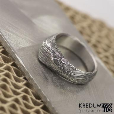 Kovaný zásnubní prsten damasteel - GRADA, struktura voda, lept 100% zatmavený. Produkt číslo S2022
