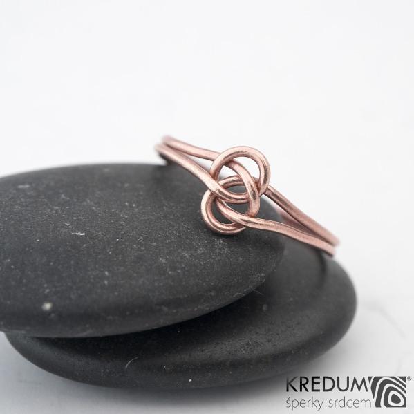 Josefína Red - Zlatý snubní prsten - barva prstenu na fotografii je upravovaná