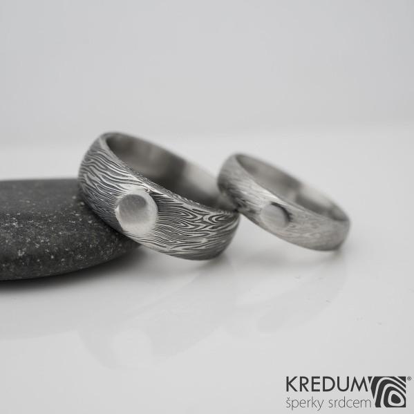 SIONA a leštěná ploška - struktura voda - Kovaný snubní prsten damasteel