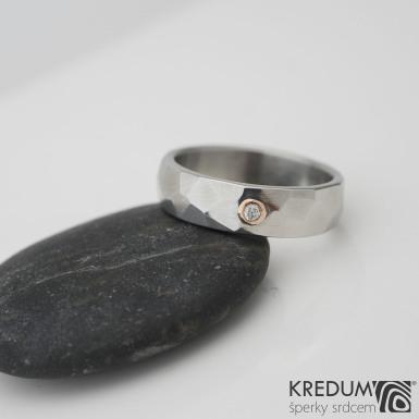 SKALÁK a broušený kámen do 2 mm do zlata - lesklý - Kovaný nerezový snubní prsten