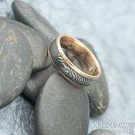 Kasiopea red čárky - 56,5, šířka 6 mm, tloušťka 1,6 mm, okraje 2x1 mm, lept extra TM - Snubní prsten zlato a damasteel - k 1669 (2)