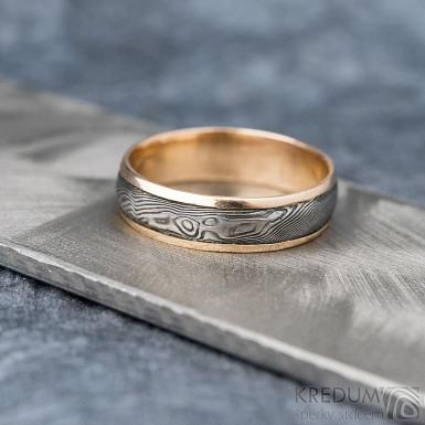 Kasiopea red S1636 - Snubní prsteny, kombinace zlata a damasteel oceli - 62, šířka 5,7 mm, tloušťka 1,4 mm, TW, 75% TM, profil B (7)