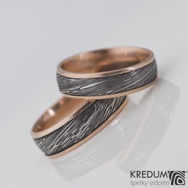 Kasiopea red - struktura voda - červené zlato a damasteel - lept extra, zatmavený - Kované snubní prsteny