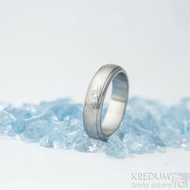 Kasiopea steel a čirý diamant 2 mm - velikost 51, šířka 4,5 mm, dřevo 75% světlé, profil B - Damasteel snubní prsteny - k 1551
