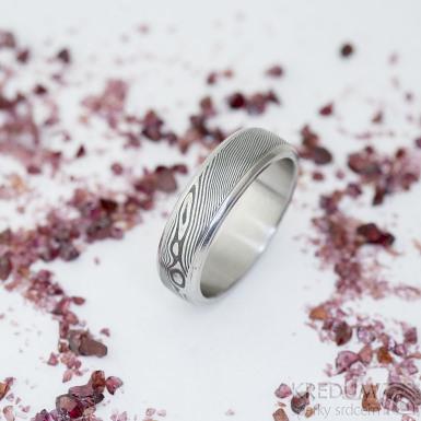 Kasiopea steel, dřevo - 63, šířka 6,2 mm, tloušťka 1,9 mm, lept 75% zatmavený, profil B - Damasteel snubní prsteny - sk2334