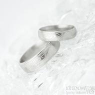 Kasiopea Steel dřevo 75% SV, profil E - velikost 49, šířka 4,5 mm a 58, šířka 6 mm - Damasteel snubní prsteny