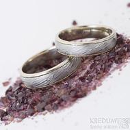 Kasiopea white - 55 a 57, šířka 5 a 5,5 mm, voda 75% SV, okraje 2x0,75 mm - Damasteel a zlato, snubní prsteny