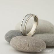 Kasiopea white - 56, š 5 mm, tl 1,6 mm, okraje 2x0,75 mm, voda - 75%SV - Damasteel a zlaté snubní prsteny