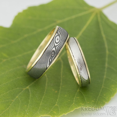 Kasiopea yellow - dřevo - Zlaté snubní prsteny a damasteel