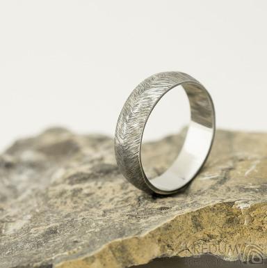 Klásek tmavý - velikost 60, šířka 6 mm, tloušťka 1,5 mm - Kované snubní prsteny - k 2228 (2)