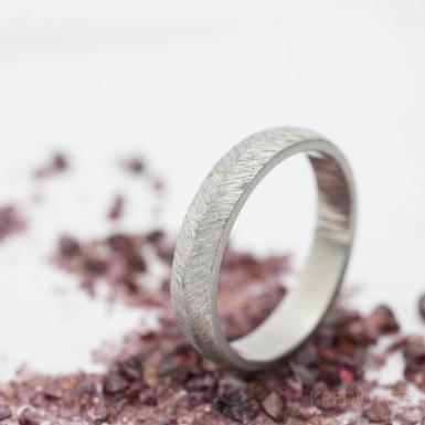 Klásek - velikost 55, šířka 4,1 mm, tloušťka stěny 1,5 mm - Kovaný nerezový snubní prsten - produkt SK2717