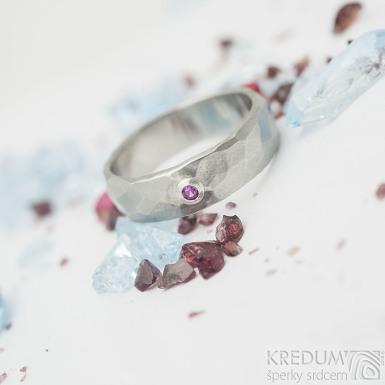 Klasik Draill matný a broušený rubín 1,9 mm ve stříbře - Kovaný nerezový snubní prsten - velikost 49; šířka 5 mm - SK2267