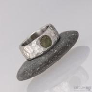 Klasik marro a vltavín - 48, šířka 6,7 mm, tloušťka 1,8 mm, průměr kamene 5,7 mm - Nerezový snubní prsten - S1452 (1)