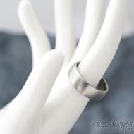 Klasik - matný, vel 64,5, šířka 7 mmm, profil B půlčočka s boční ploškou - Kovaný nerezový snubní prsten - SK1728