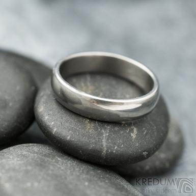Klasik titan - lesklý - velikost 57, šířka 4,5 mm, tloušťka 1,5 mm, profil B - Kovaný prsten, SK2124