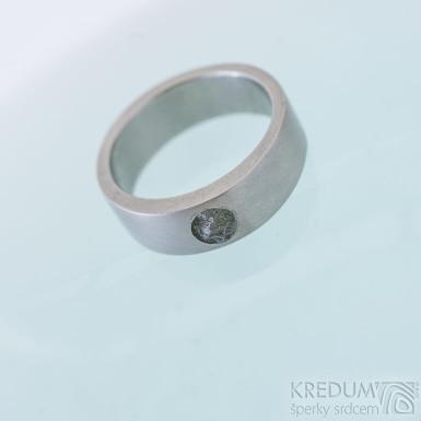 Klasik titan a vltavín - kovaný titanový prsten, produkt SK2378