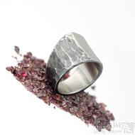 Klín - velikost 62, šířka 6,5 - 16,8 mm, zatmavený - Design nerezový snubní prsten, S2158 (6)