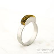 Klousek a jantar - velikost 54, šířka  základního prstenu 4 mm - Kovaný prsten s jantarem- Sa 1056667 (4)