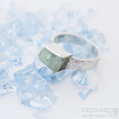 Kousek silver se smaragdem - stříbrný zásnubní prsten, SK2493