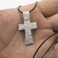 Křížek kovaný světlý - nerezová ocelk 2567 (2)