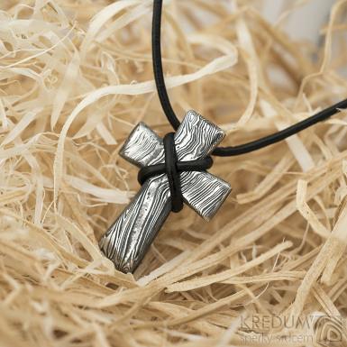 Křížek nerezová ocel damasteel - voda - bez očka