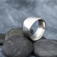 Kumali nerez -velikost 67 CF, šířka 10,6 mm, tloušťka 1,8 mm, mat - Kovaný nerezový snubní prsten, SK1291 (6)