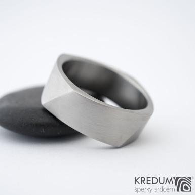 Kumali nerez - Kovaný nerezový snubní prsten, SK1334