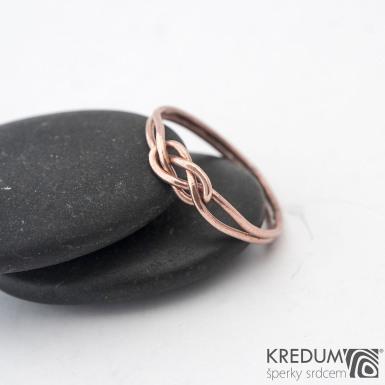 Kuplung Red - Zlatý snubní prsten - barva prstenu na fotografii je upravovaná