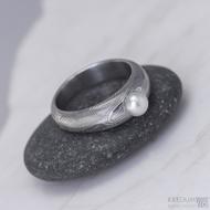 Kovaný prsten damasteel - Liena s pravou říční perlou - dřevo - lept 75%
