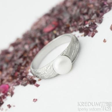 Liena s bílou perlou - vel 53,5, šířka hlavy 5,5mm dlaň 3mm, voda - lept 75% SV, perla 6,2mm - Damasteel zásnubní prsten- sk1973 (4)