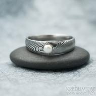 Liena s bílou říční perlou -vel 58, šířka hlavy 5, do dlaně 3,5 mm, dřevo lept 100% TM, profil E - Zásnubní prsten - k 1667