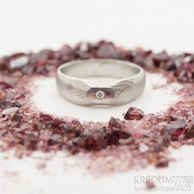 miniALANE - damasteel prsten a diamant 1,5 mm  - struktura dřevo, velikost 46, hlava 4,5 mm, lept 75% - světlý