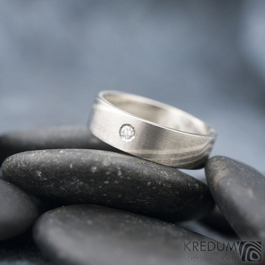Mokume gane a diamant 2 mm - Stříbro + palladium - velikost 52, šířka 5,4 mm, tloušťka 1,4 mm, profil C - Zásnubní prsten, SK1789