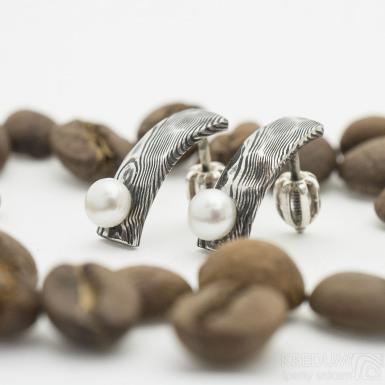 Moon Natura s perlou - kované damasteel náušnice, SK2764