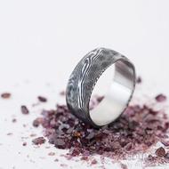 Natura - 60, šířka 8,5 mm, tloušťka střední, struktura dřevo - Snubní prsten nerezová ocel damasteel, SK2465 (5)