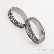 Natura - Snubní prsteny nerezová ocel damasteel - struktura dřevo a čárky