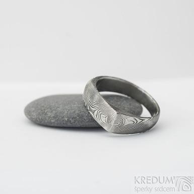 Omar - Kovaný damasteel prsten - velikost 58, šířka hlavy 6,7 mm, do dlaně 4,3 mm, struktura dřevo - lept 75% TM - S1375 (3)