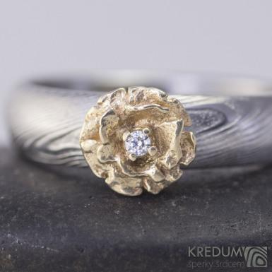 Ozdoba na prsten - zlatá kytička