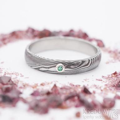 Prima a broušený smaragd 2 mm do Ag - šířka 4 mm, struktura dřevo, lept 100% zatmavený, profil D - Damasteel prsten
