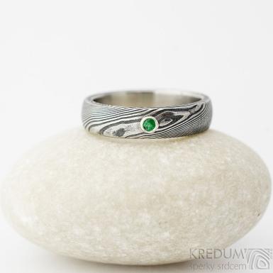Prima a broušený smaragd 2 mm do Ag - velikost 52, šířka 4,5 mm, struktura dřevo lept 100% TM, B - Damastel prsten