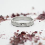 Prima a čirý diamant 1,5 mm - 50, šířka 3,5 mm, tloušťka 1,5 mm, voda 75% světlý lept, profil B - Damasteel snubní prsten