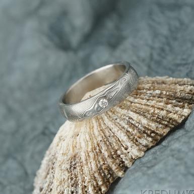 PRIMA + čirý diamant 2 mm - struktura dřevo - Snubní prsten nerezová ocel damasteel