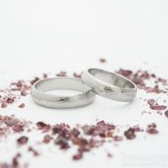 Prima a moissanite 2 mm do bílého zlata - šířka 5 mm, 50% SV TW, A a Prima - šířka 5 mm - Damasteel snubní prsteny