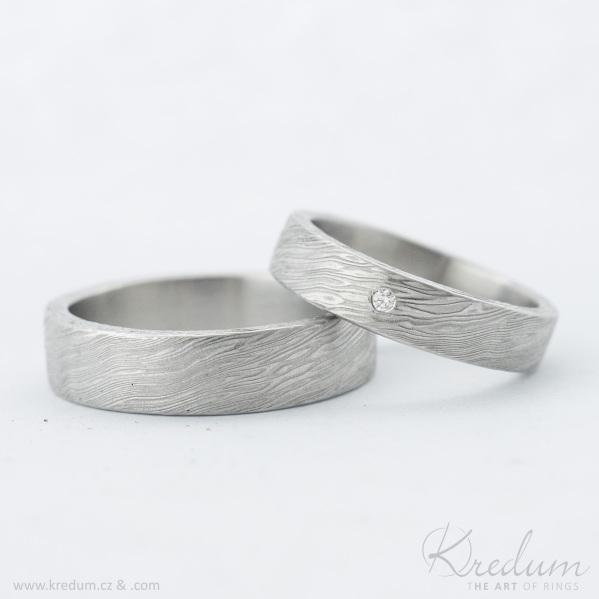 Snubní prsteny damasteel - Prima, voda, lept světlý střední, profil C, tloušťka střední - vel. 60, šířka 5,5 + vel. 51,5, šířka 4,5mm, diamant 1,5 mm - k 5573