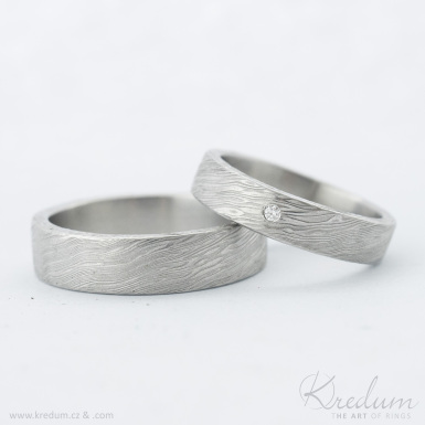 Prima damasteel a čirý diamant 1,5 mm - vzor voda - kovaný snubní prsten z chirurgické oceli