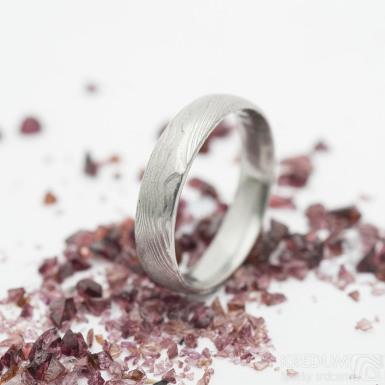 Prima dřevo - damasteel snubní prsten - Velikost 53 s vnitřním zaoblením, šířka 4,2 mm, tloušťka 1,4 mm - produkt SK2912