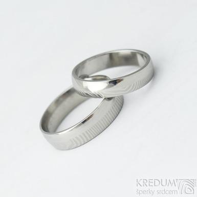 Prima DUO - Kovaný snubní prsten damasteel - struktura čárky
