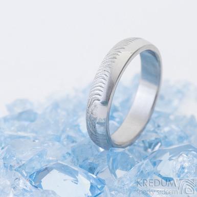 Prima Duo, kovaný snubní prsten damasteel - čárky - lept 75% světlý, velikost 61, šířka 5, tloušťka střední, profil B - produkt SK2461